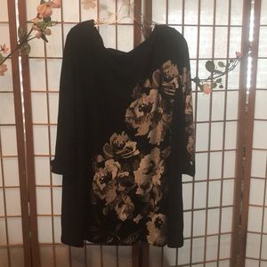 Lovely and elegant blouse with floral pattern.